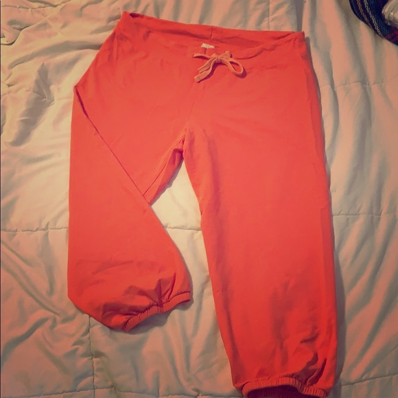 Fabletics Pants - Fabletics coral cropped weekenders